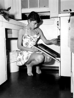 cute,audrey,hepburn,b,w,baking,bare,feet,kitchen-541be83aef641576517cdc6187bf5fb6_h