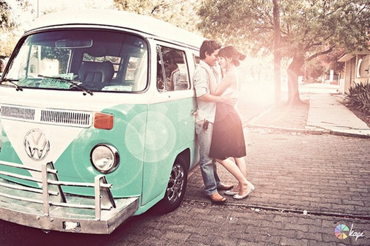 car,photography,buggy,van,kiss,couple,engagement,pictures-342b4e8f0d1c88c071e7649e2bd69d64_h