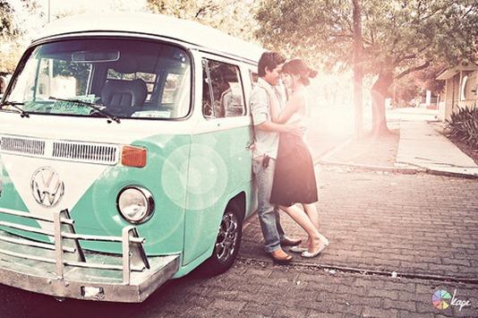 car,photography,buggy,van,kiss,couple,engagement,pictures-342b4e8f0d1c88c071e7649e2bd69d64_h